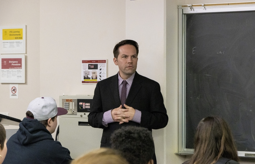Academic Director Christian Grose teaches a Schwarzenegger Institute class on political reform.
