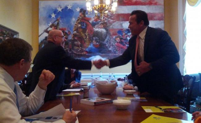 Governor Schwarzenegger and Congressman Waxman shaking hands in Washington DC