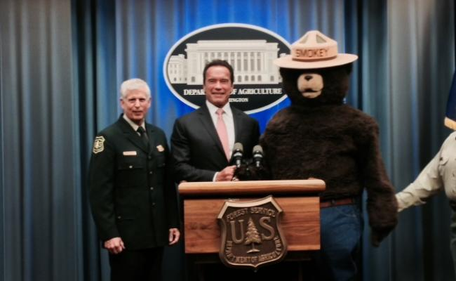 Cheif Tom Tidwell, Governor Arnold Schwarzenegger & Smokey the Bear